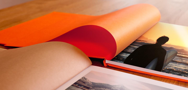 Das farblich abgestimmte Efalin Vorsatzpapier mit Feinleinenprägung veredelt dein Bind it zu einem echten Unikat.